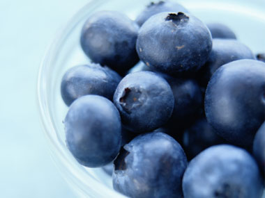 more-foods-to-never-buy-again-05-blueberries-sl